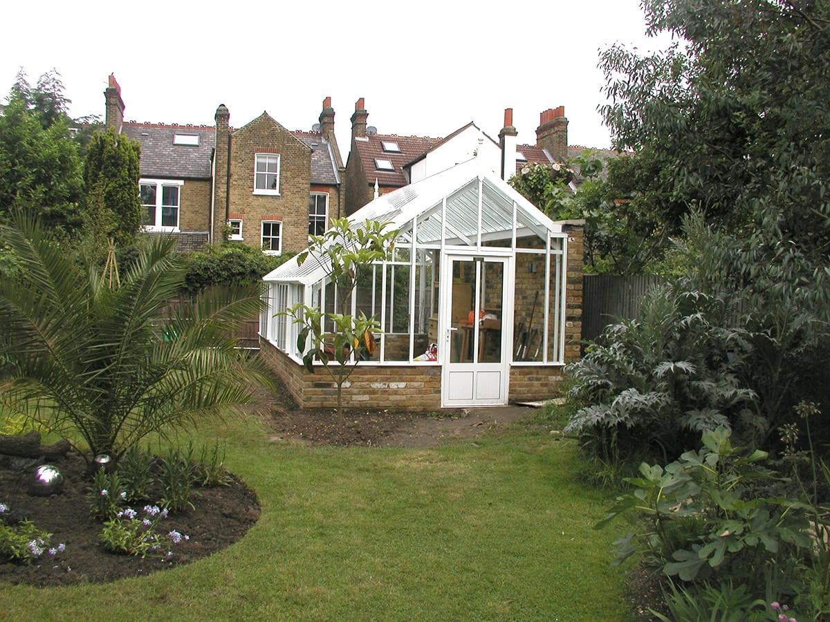 Three quarter span aluminium greenhouse